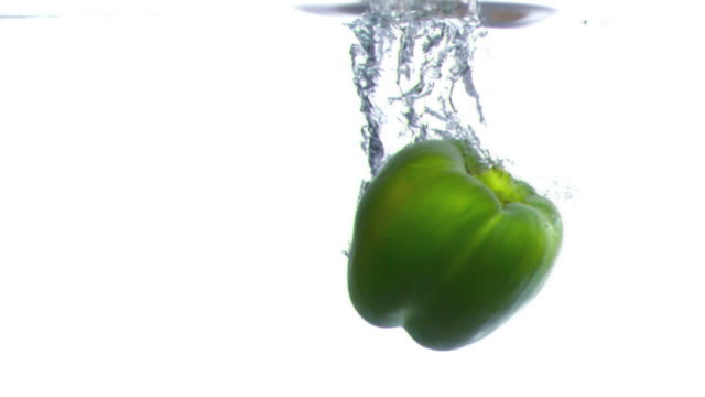pepper dropped into water in super slow motion - peperone dolce video stock e b–roll