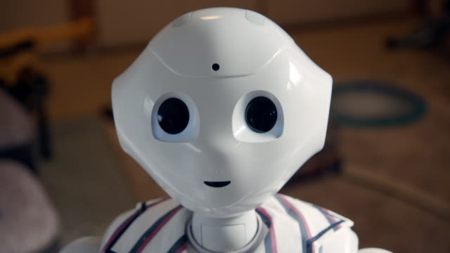 a pepper robot in a home, japan - ロボット点の映像素材/bロール