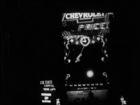 b/w 1928 pan pepsodent sign in times square at night / nyc / newsreel - シボレー点の映像素材/bロール