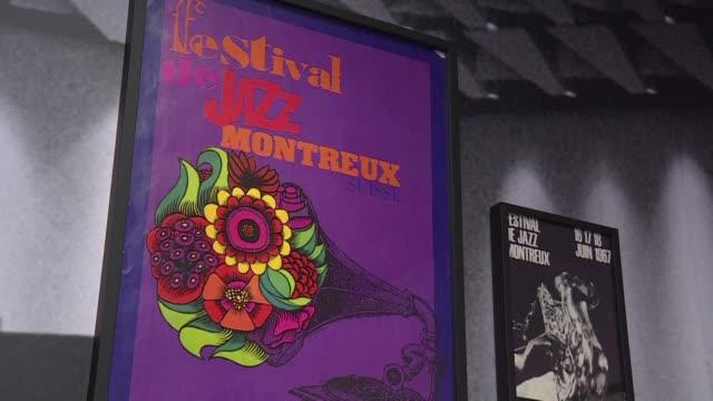 pequeno de tamano pero grande en la historia montreux tiene un lugar especial en los principales festivales de musica - montreux stock videos & royalty-free footage