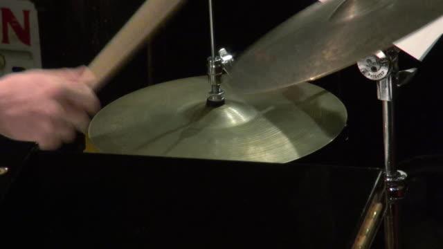 percussion playing jazz - 太鼓点の映像素材/bロール