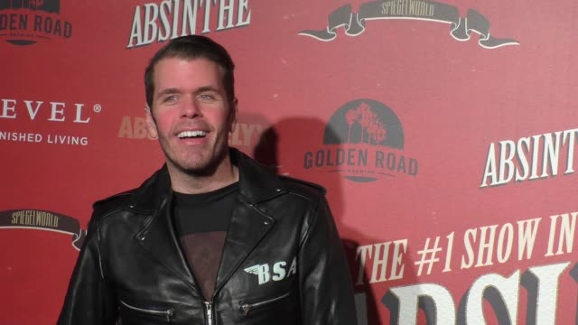 perez hilton at the los angeles opening night performance of 'absinthe' on march 23, 2017 in los angeles, california. - absinth stock-videos und b-roll-filmmaterial