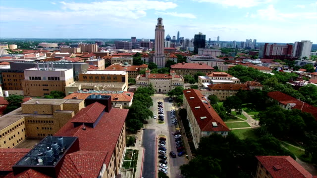 stockvideo's en b-roll-footage met perfect center hoek ut toren in austin texas hoofdstad steden university of texas in 4k - austin texas