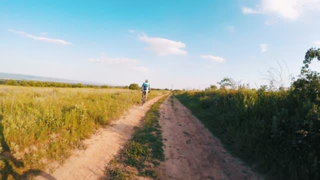 stockvideo's en b-roll-footage met een perfecte dag voor een ritje. - following moving activity