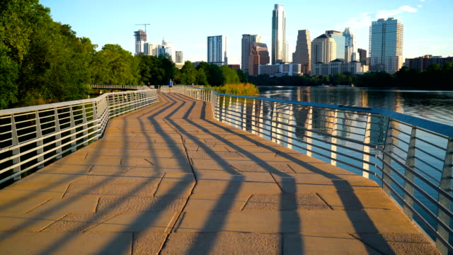 vídeos de stock e filmes b-roll de perfect downtown modern abstract view of the famous capital city - austin texas town lake reflection skyline cityscape - town