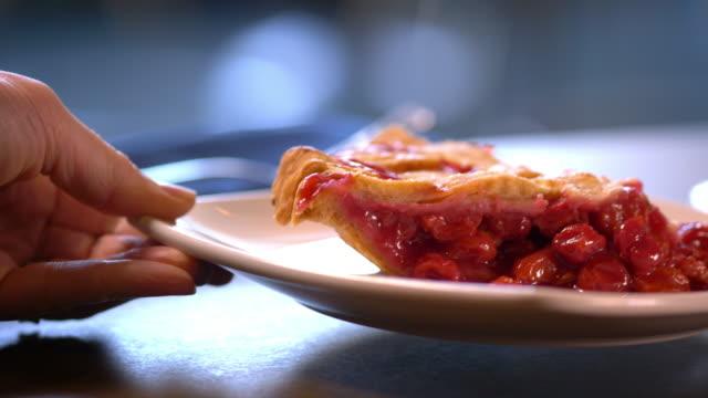 vidéos et rushes de perfect slice of cherry pie with lattice crust - aliment en portion