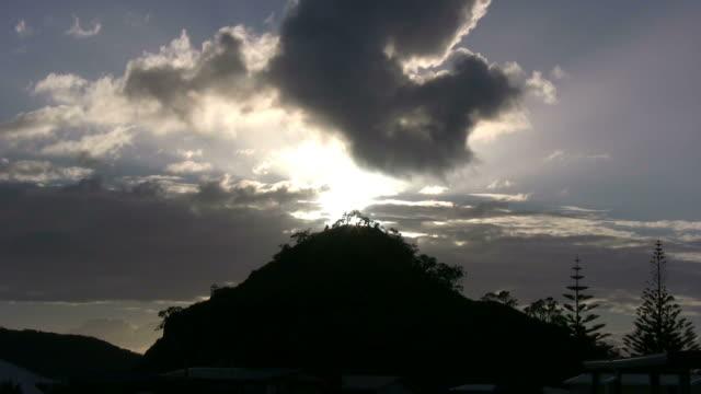 HD :最高の日の出山の先、Time Lapse (低速度撮影)