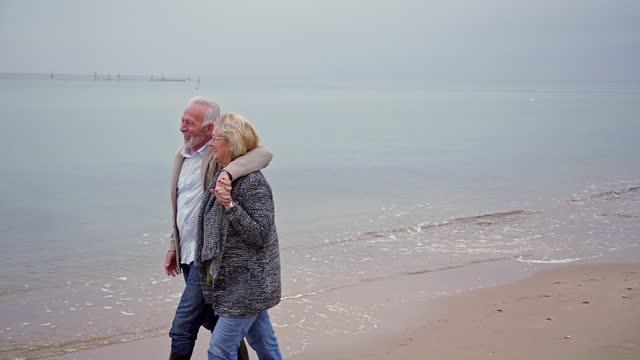 vídeos y material grabado en eventos de stock de vacaciones de invierno perfectas - 60 69 años