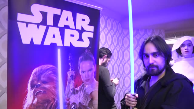 vídeos de stock, filmes e b-roll de performers, dressed as movie characters, pose during turkish premiere of the film 'star wars: the force awakens' at profilo shopping mall in... - série de filmes star wars