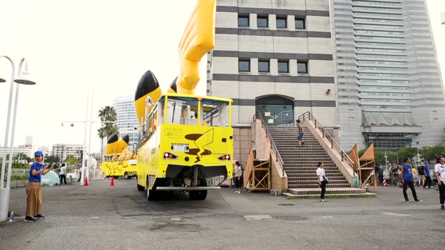 vídeos y material grabado en eventos de stock de performers dressed as pikachu, a character from pokemon series game titles, ride on amphibious buses during the pikachu outbreak event hosted by the... - vehículo anfibio