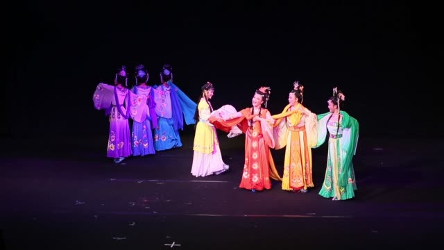 vídeos y material grabado en eventos de stock de performers on stage during the huangmei opera 'tian xian pei' at star theater on october 22, 2014 in beijing, china. tian xian pei is a classic love... - estilo de música