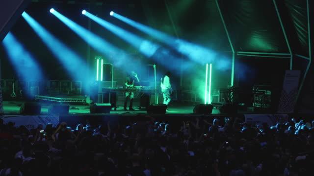 performing to crowd at bristol harbour music festival, 2018 - popmusik konzert stock-videos und b-roll-filmmaterial