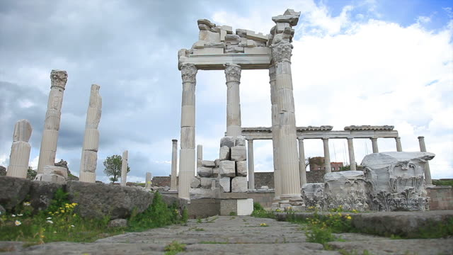 """hd: pergamum-turchia """"tempio di traiano"""" - marmo roccia video stock e b–roll"""