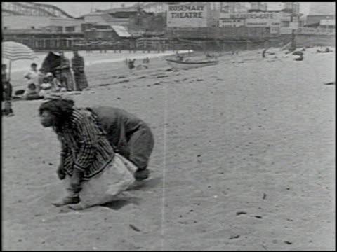 perils of the beach - 12 of 14 - andere clips dieser aufnahmen anzeigen 2245 stock-videos und b-roll-filmmaterial