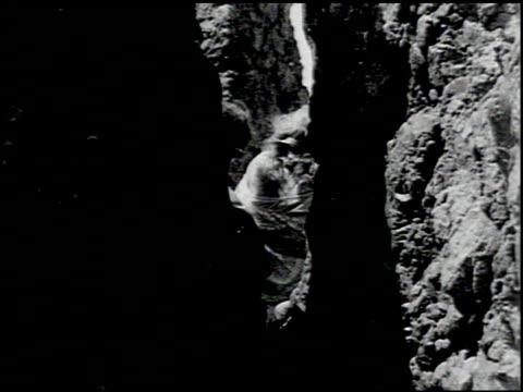 perils of the beach - 6 of 14 - andere clips dieser aufnahmen anzeigen 2245 stock-videos und b-roll-filmmaterial