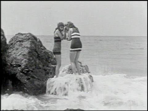 perils of the beach - 7 of 14 - andere clips dieser aufnahmen anzeigen 2245 stock-videos und b-roll-filmmaterial