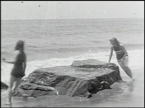 perils of the beach - 8 of 14 - andere clips dieser aufnahmen anzeigen 2245 stock-videos und b-roll-filmmaterial