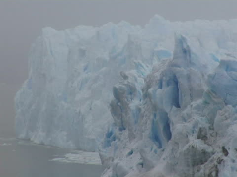 cu, perito moreno glacier, argentina - viraggio monocromo video stock e b–roll