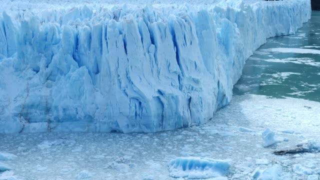 vídeos de stock e filmes b-roll de perito moreno glacier front calm scene - argentina