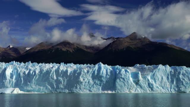 perito moreno glacier - parque nacional los glaciares, argentina - argentinien stock-videos und b-roll-filmmaterial