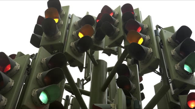 vídeos de stock e filmes b-roll de perplexing traffic lights - esquisito
