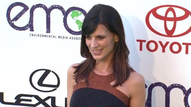 vídeos y material grabado en eventos de stock de perrey reeves at the 2011 environmental media awards at burbank ca. - environmental media awards
