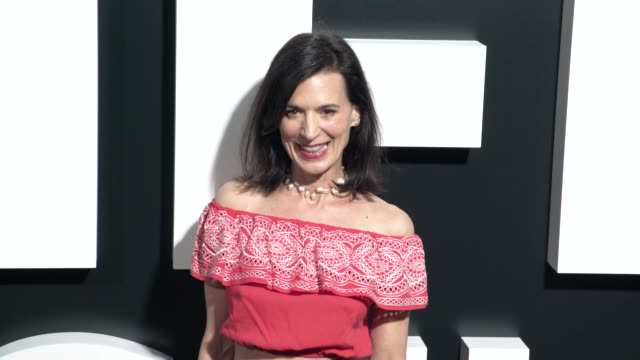 "vídeos y material grabado en eventos de stock de perrey reeves at the ""life itself"" los angeles premiere at arclight cinemas cinerama dome on september 13, 2018 in hollywood, california. - cinerama dome hollywood"