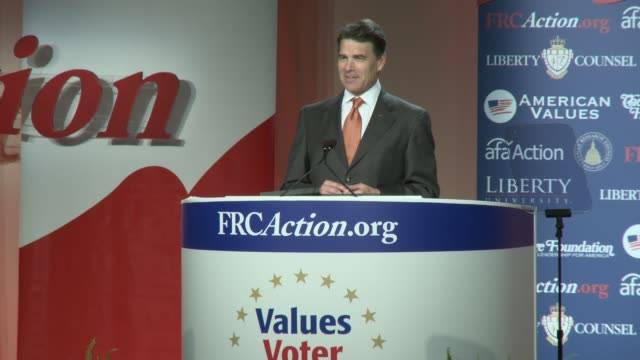 vídeos de stock e filmes b-roll de perry discusses his prolife and hpv stances texas governor rick perry candidate at value voters summit omni shoreham hotel on october 08 2011 in... - política e governo