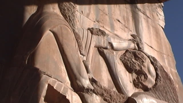 persepolis lowangle mcu of a basrelief of a persian soldier hunting a lion in the ancient achaemenid city of persepolis the city dates to 515 bce and... - persepoli video stock e b–roll