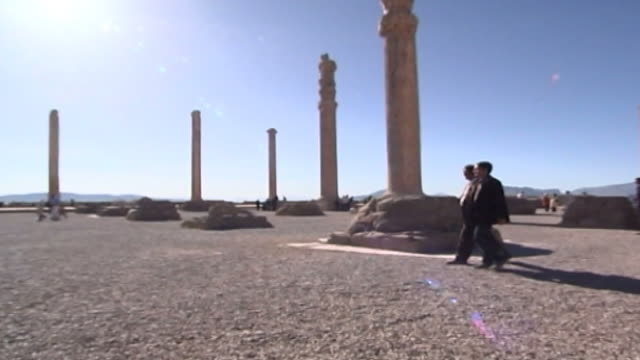 vidéos et rushes de persepolis. pan-left the ruins of the tachara or palace of darius in the ancient city of persepolis. the city dates to 515 bce and is a unesco site. - unesco