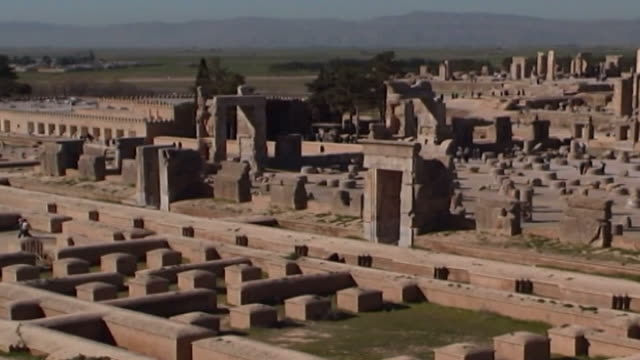 persepolis panleft view of the ancient site of persepolis the city was the cultural capital of the achaemenid empire and dates to 515 bce and is a... - persepoli video stock e b–roll