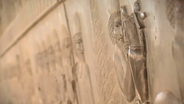 vidéos et rushes de persepolis. view of a bas relief depicting an armenian tribute bearer carrying a metal vessel with griffin handles from the eastern stairs of the... - unesco