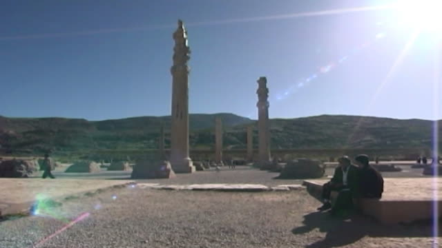 persepolis view of ancient columns in ruins of the achaemenid city of persepolis the city dates to 515 bce and is a unesco site - persepoli video stock e b–roll