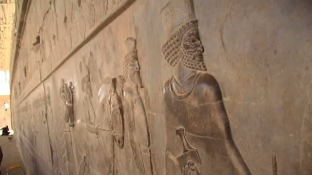 persepolis view of carved basreliefs of tribute bearers from the east stairway of the apadana palace in persepolis the city dates to 515 bce and is a... - persepoli video stock e b–roll