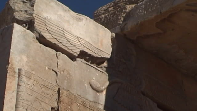 persepolis view of the winged deity symbol representing ahura mazda the creator god of zoroastrianism from a frieze in the palace of darius in... - persepoli video stock e b–roll