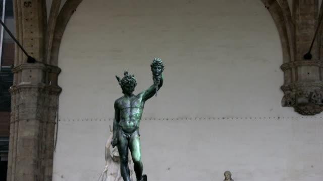 Perseus hält sich Medusa's head