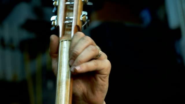vidéos et rushes de kamancheh persan - musicien