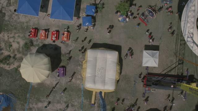vídeos y material grabado en eventos de stock de pov, person  bungee jumping - puenting