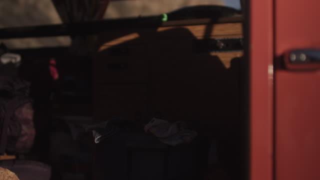 person closes van door, close up - furgone video stock e b–roll