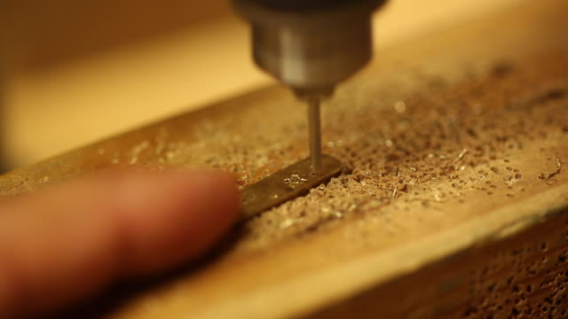 person drills metal - menschlicher finger stock-videos und b-roll-filmmaterial