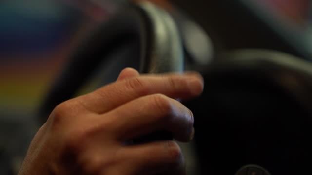 vídeos y material grabado en eventos de stock de person frustrated with traffic - tráfico