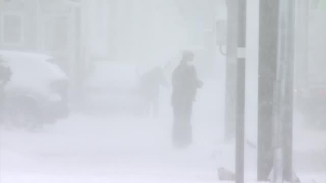 vidéos et rushes de person in snowstorm, hokkaido, japan - condition