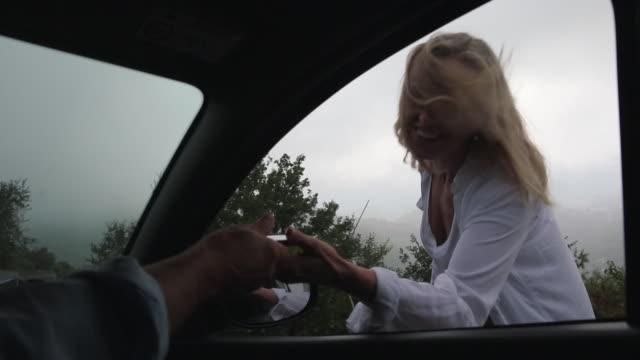 vídeos y material grabado en eventos de stock de person passes smart phone to woman, outside car door - giving
