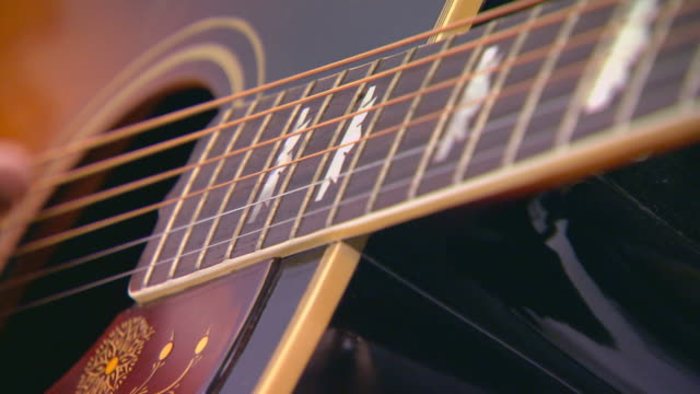 person playing guitar, extreme close up - griffbrett stock-videos und b-roll-filmmaterial