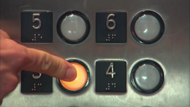 ecu person pressing elevator button, los angeles, california, usa - pushing 個影片檔及 b 捲影像