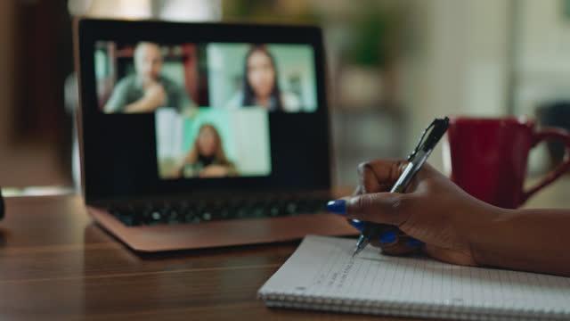 vídeos y material grabado en eventos de stock de cu person quickly writes notes during a virtual call - parte del cuerpo humano