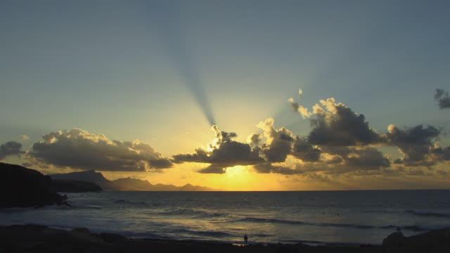 ws person standing on beach at sunset/ fuerteventura, canary islands - nordatlantik stock-videos und b-roll-filmmaterial