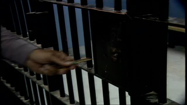 vídeos y material grabado en eventos de stock de cu person turning key in jail cell door lock - 1980 1989