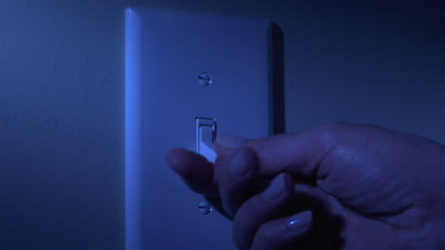 vídeos de stock, filmes e b-roll de cu, person turning on light switch on wall, close-up of hand - interruptor de luz