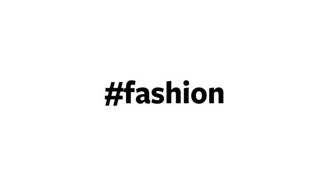 """eine person gibt """"#fashion"""" auf ihrem computerbildschirm ein - laufsteg stock-videos und b-roll-filmmaterial"""